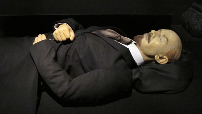 Бальзамированное тело В.И. Ульянова-Ленина. | Фото: znak.com.