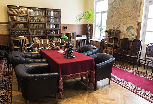 Рабочий кабинет в музее «Кабинет и квартира В.И. Ленина в Кремле» Фото: Сергей Пятаков / РИА Новости